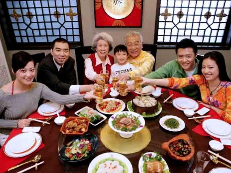 Какие правила поведения за китайским столом?