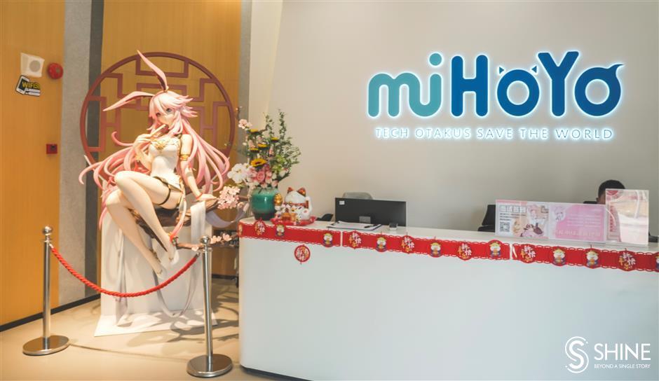 Свободная и непринужденная рабочая обстановка обеспечивается в офисах miHoYo, девизом которой является «Tech Otakus Save the World»